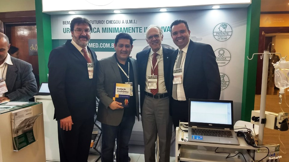Sr. Manoel Soares, Dr. Jorge Percy, Prof. DAncona e Sr. Robson Andrade durante negociação do equipamento de Urodinâmica Minimamente Invasiva