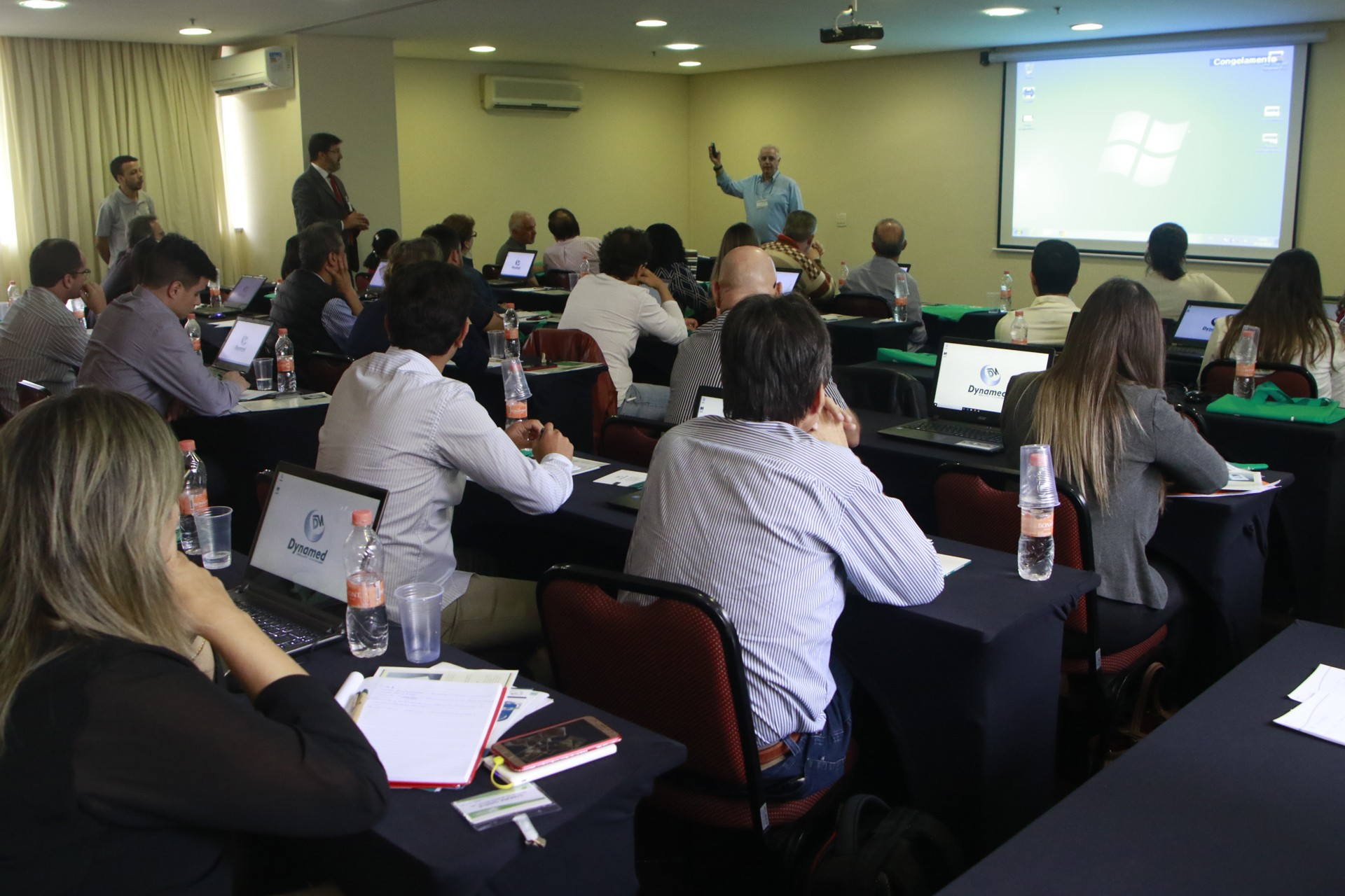 Dr. Ricardo Palmero ministrando aula.