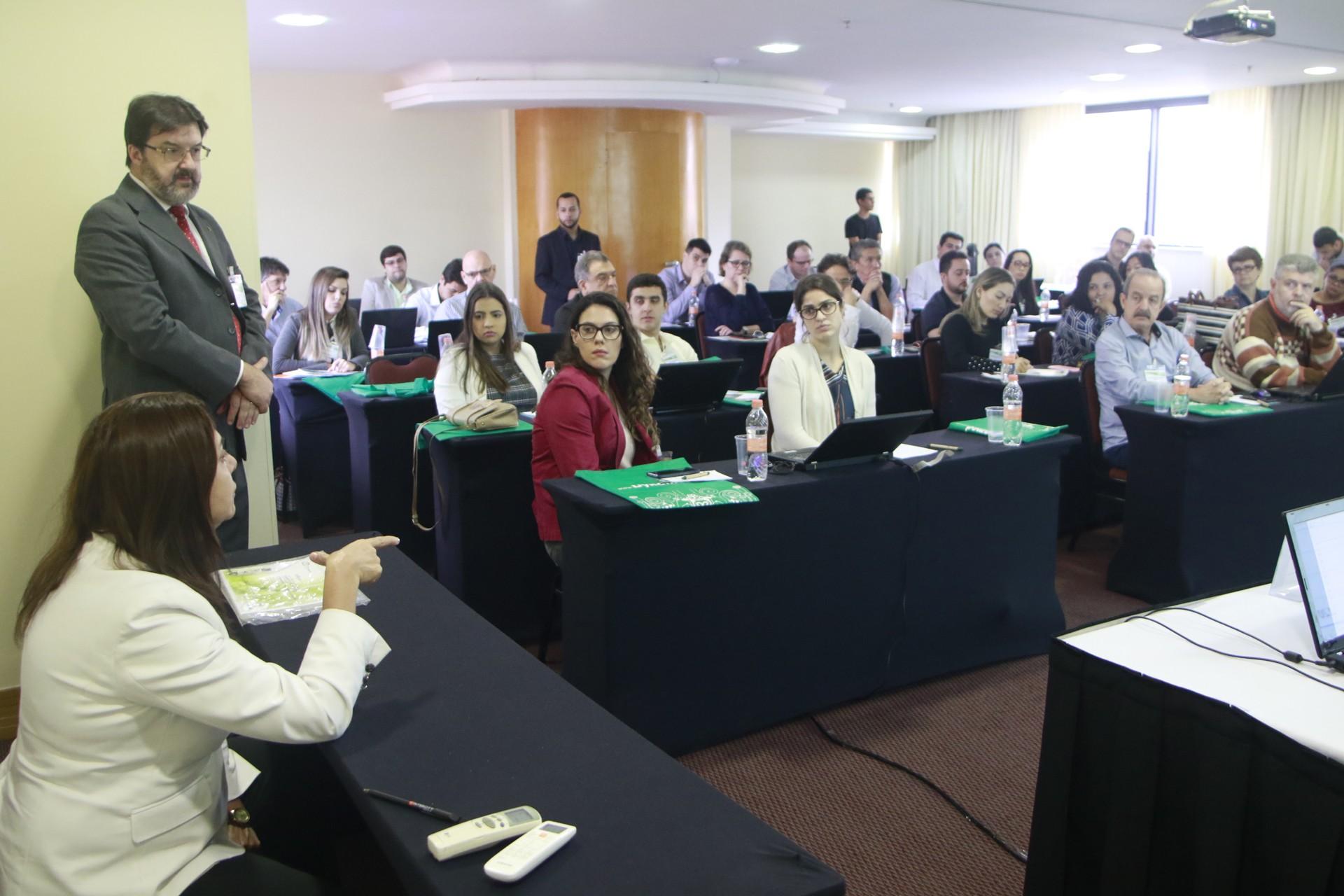 Interação entre os participantes.