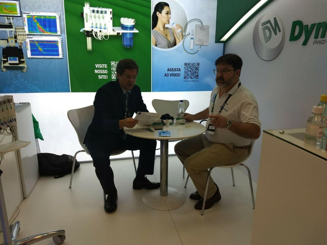 Sr. Manoel recebendo um grande amigo, incentivador e parceiro de 20 anos: Dr. Paulo Carvalho NUFIG - Hospital Israelita Albert Einstein.