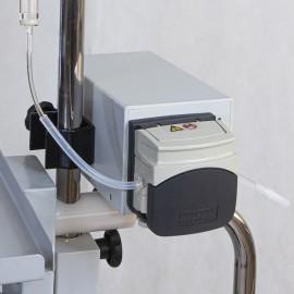 Bomba de infusão peristáltica. Equipamento de infusão em silicone. Cabeça rotativa em acrílico e aço inox. Sistema de controle de velocidade. Taxas de infusão entre 4 e 180ml por min. Excelente para uso com cateteres de duplo lúmen com diâmetro reduzido.
